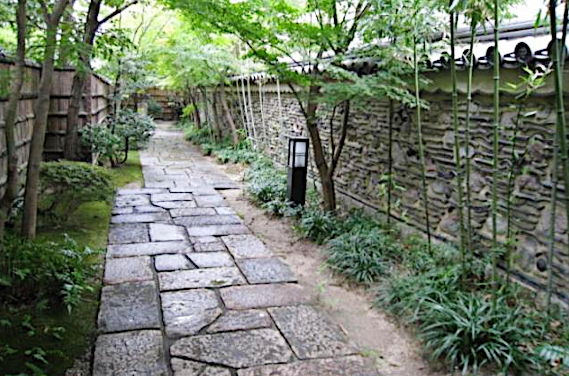 オフィス街の一画にある日本庭園「楽水園」